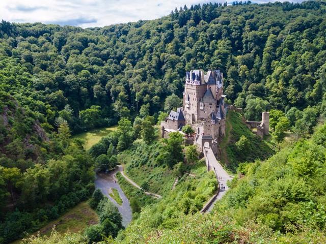 Những lâu đài có kiến trúc đẹp như trong truyện cổ tích - Ảnh 4.