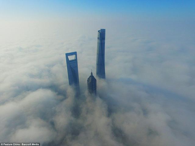 """Hình ảnh sương mù """"nuốt chửng"""" những tòa nhà chọc trời trên thế giới - Ảnh 3."""