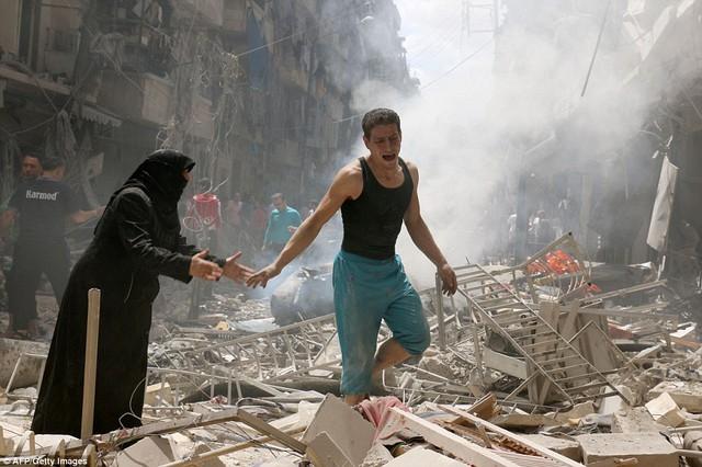 Cuối tuần đẫm máu ở Aleppo: 200 cuộc không kích, 85 người chết - Ảnh 3.