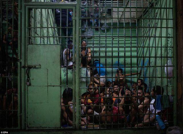 Kinh tế Philippines lâm nguy vì Tổng thống Duterte - Ảnh 1.
