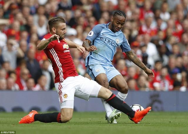 Ảnh: Những khoảnh khắc đáng nhớ trong trận derby Manchester - Ảnh 2.