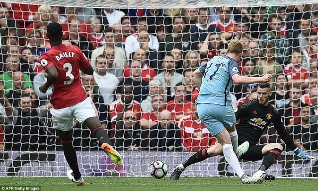 Ảnh: Những khoảnh khắc đáng nhớ trong trận derby Manchester - Ảnh 4.