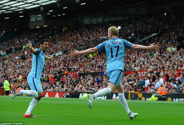 Ảnh: Những khoảnh khắc đáng nhớ trong trận derby Manchester - Ảnh 6.
