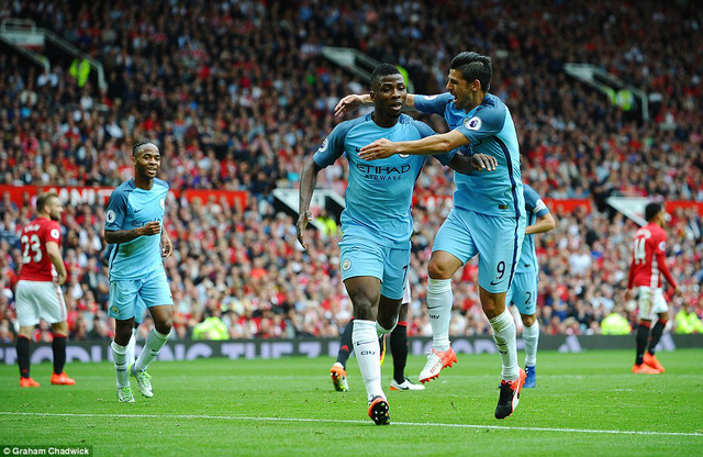 Ảnh: Những khoảnh khắc đáng nhớ trong trận derby Manchester - Ảnh 8.