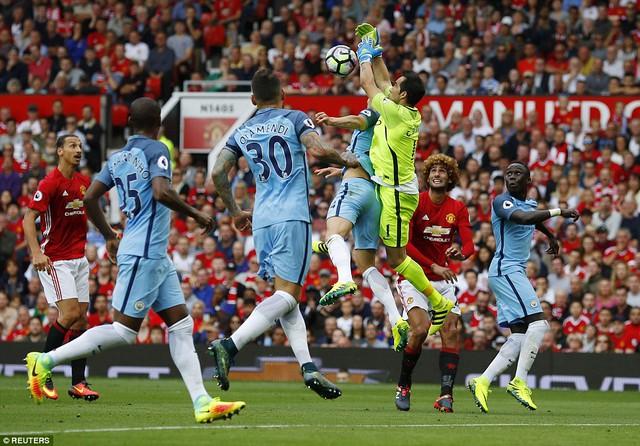 Ảnh: Những khoảnh khắc đáng nhớ trong trận derby Manchester - Ảnh 9.