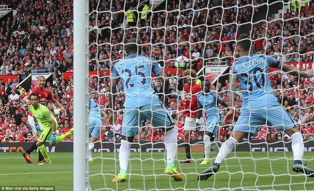 Ảnh: Những khoảnh khắc đáng nhớ trong trận derby Manchester - Ảnh 11.