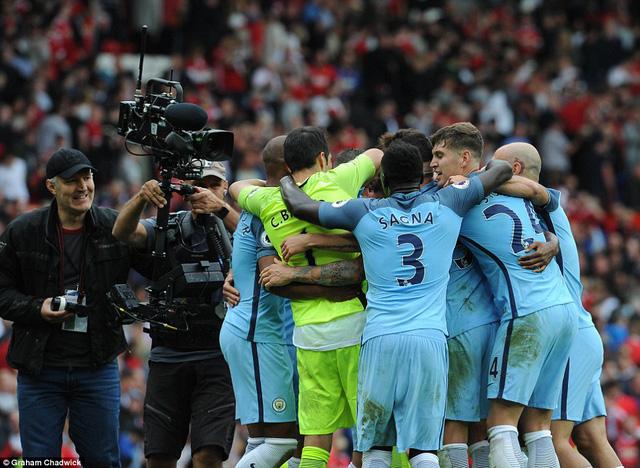 Ảnh: Những khoảnh khắc đáng nhớ trong trận derby Manchester - Ảnh 14.