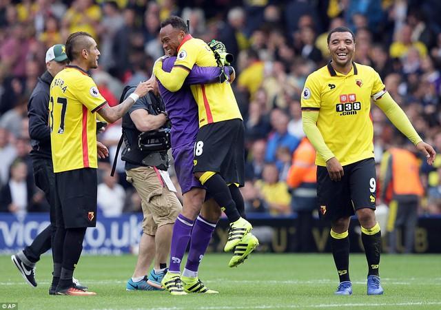 Watford 3-1 Man Utd: Thất bại tủi hổ của Mourinho và các học trò - Ảnh 1.