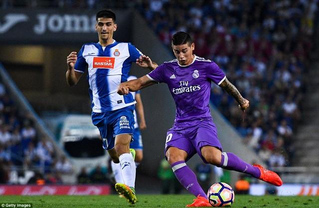 Espanyol 0-2 Real Madrid: Benzema và Rodriguez lập công, Real trở lại ngôi đầu - Ảnh 1.