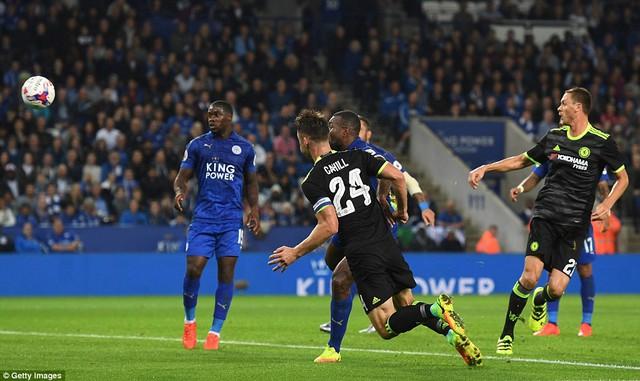 VIDEO, Leicester City 2-4 Chelsea: Fabregas tỏa sáng, Chelsea ngược dòng ngoạn mục - Ảnh 1.