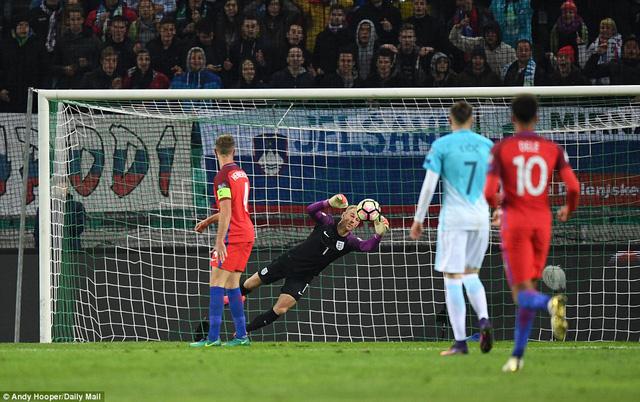 VIDEO, Slovenia 0-0 Anh: Joe Hart xuất thần, Tam Sự thoát hiểm - Ảnh 1.