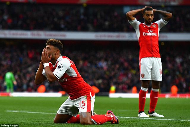 VIDEO, Arsenal 0-0 Middlesbrough: Wenger đón sinh nhật kém vui, Pháo thủ vẫn lên ngôi đầu - Ảnh 2.