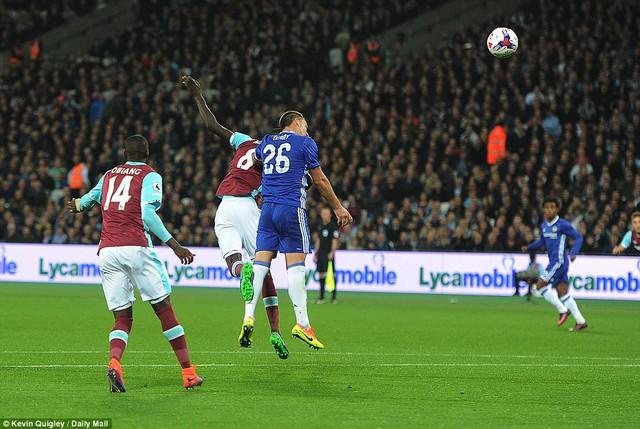 VIDEO, West Ham 2-1 Chelsea: Khác biệt ở quyết tâm - Ảnh 1.