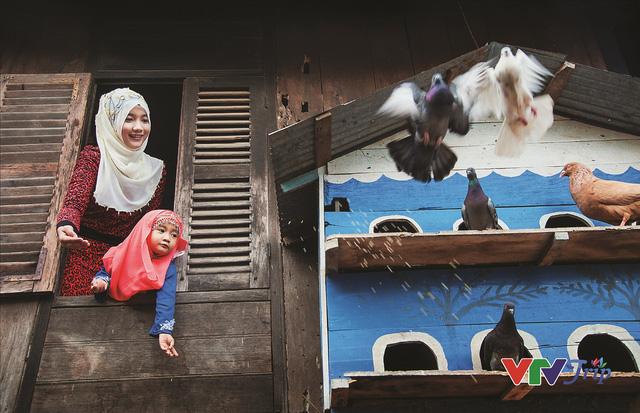 Những khoảnh khắc đầy cảm xúc trong triển lãm ảnh Nụ cười Việt Nam - Ảnh 9.