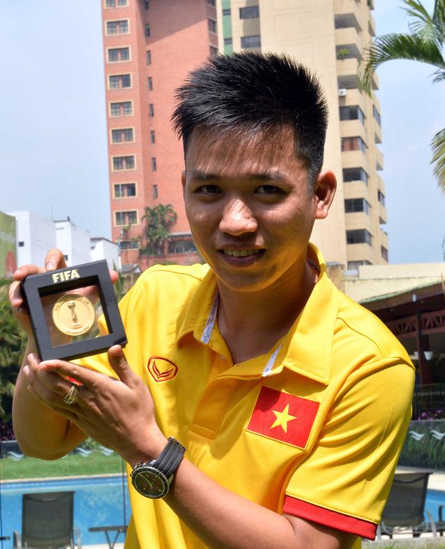 Hai người hùng của ĐT Futsal Việt Nam bất ngờ được FIFA TV phỏng vấn riêng - Ảnh 1.