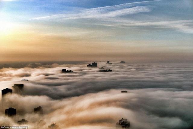 """Hình ảnh sương mù """"nuốt chửng"""" những tòa nhà chọc trời trên thế giới - Ảnh 6."""