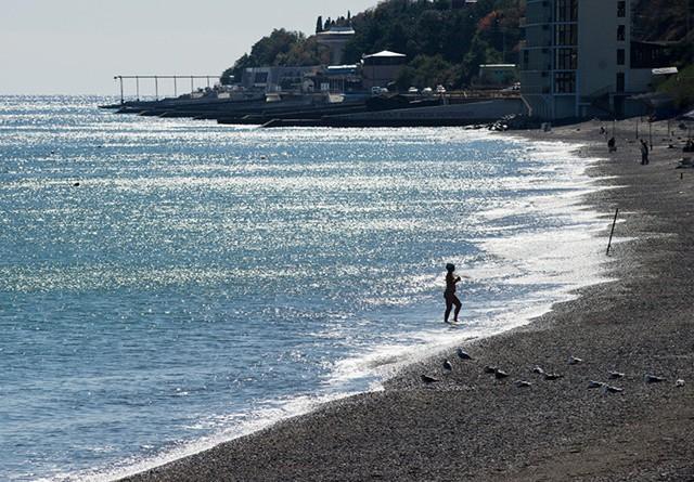Ngắm khung cảnh mùa Thu đẹp như cổ tích ở Crimea - Ảnh 6.