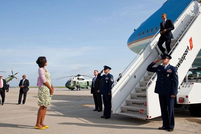 Chuyện tình ngọt ngào của Tổng thống Obama qua ảnh - Ảnh 21.