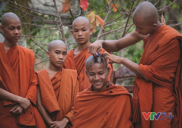 Những khoảnh khắc đầy cảm xúc trong triển lãm ảnh Nụ cười Việt Nam - Ảnh 12.