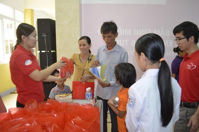 TTCE khám sàng lọc miễn phí cho 1.500 trẻ em tại Hà Tĩnh - Ảnh 1.
