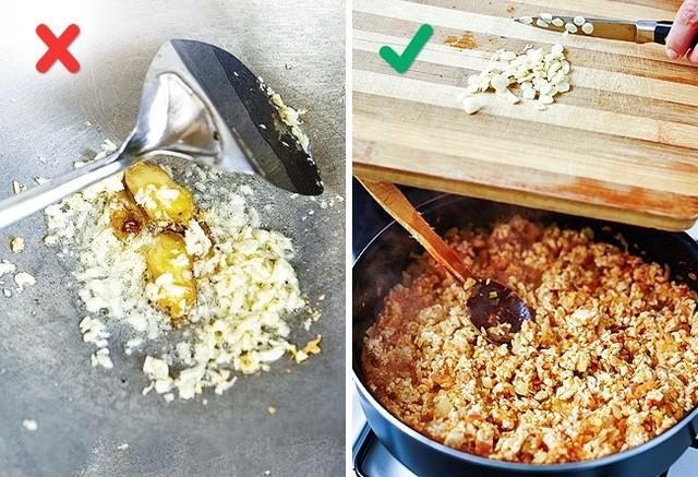 Những sai lầm phổ biến khi nấu nướng có thể làm hỏng món ăn - Ảnh 6.