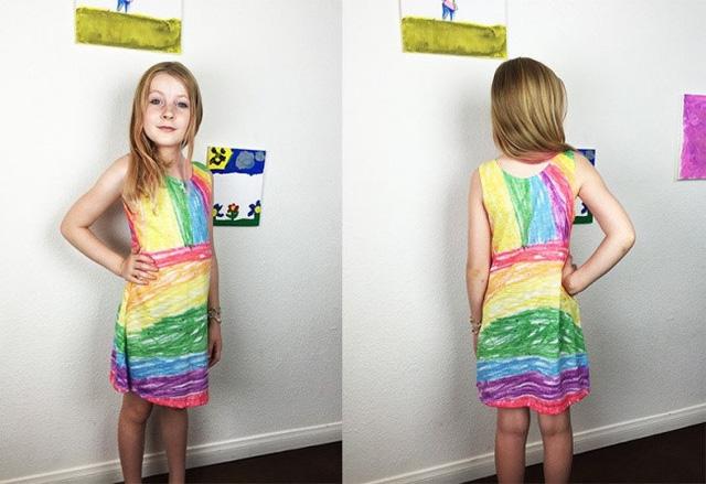 Nhà thiết kế may váy theo bản vẽ của các con mình - Ảnh 2.