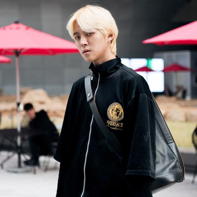 Màu đen cá tính phủ sóng thời trang đường phố Hàn Quốc - Ảnh 6.