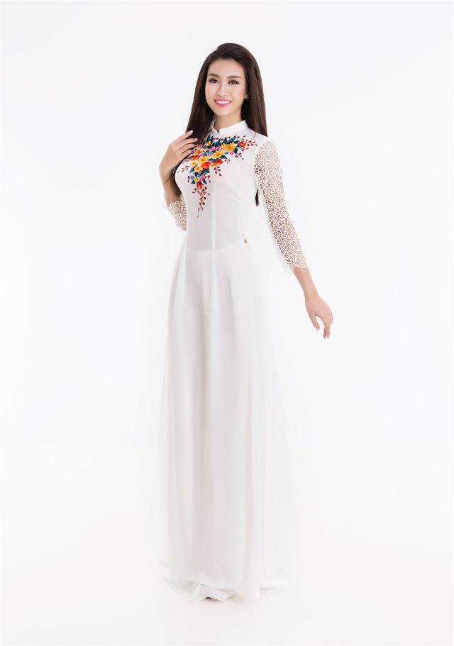 Top 3 Hoa hậu Việt Nam 2016 tỏa hương sắc trong trang phục áo dài - Ảnh 1.