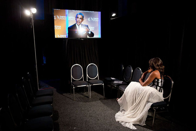 Chuyện tình ngọt ngào của Tổng thống Obama qua ảnh - Ảnh 25.