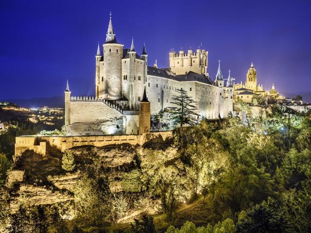 Những lâu đài có kiến trúc đẹp như trong truyện cổ tích - Ảnh 9.