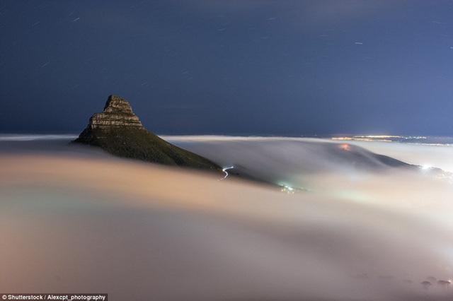 """Hình ảnh sương mù """"nuốt chửng"""" những tòa nhà chọc trời trên thế giới - Ảnh 8."""