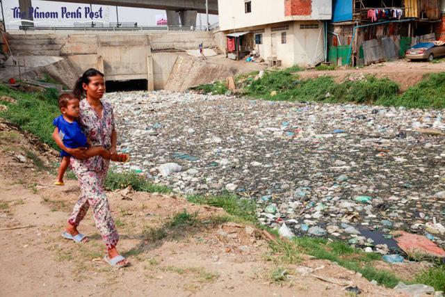 Campuchia đối mặt với vấn nạn rác thải nhựa - Ảnh 1.