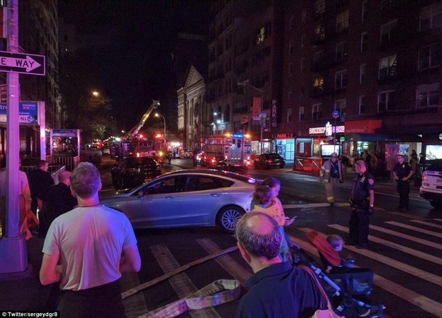 Hiện trường vụ nổ lớn ở New York khiến 26 người bị thương - Ảnh 1.