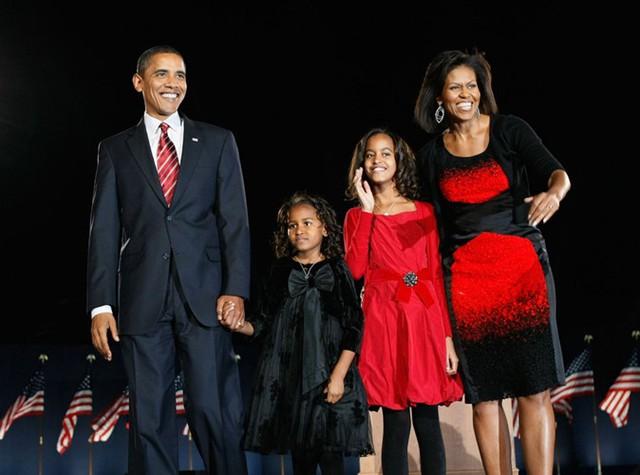 Gia đình Tổng thống Obama thay đổi thế nào trong 8 năm qua? - Ảnh 1.