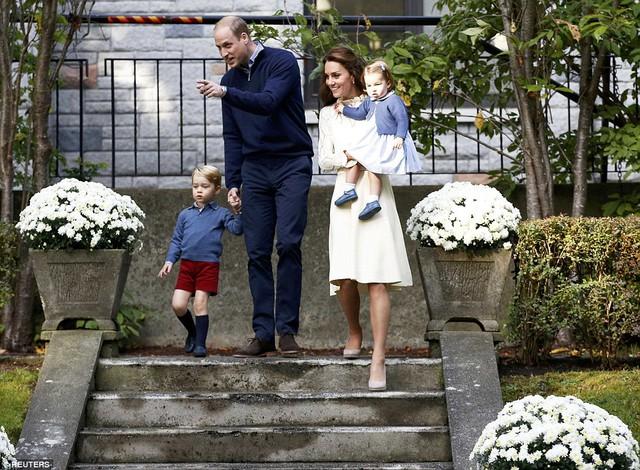 Ngắm loạt ảnh yêu không thể tả của hoàng tử bé nước Anh tại Canada - Ảnh 1.