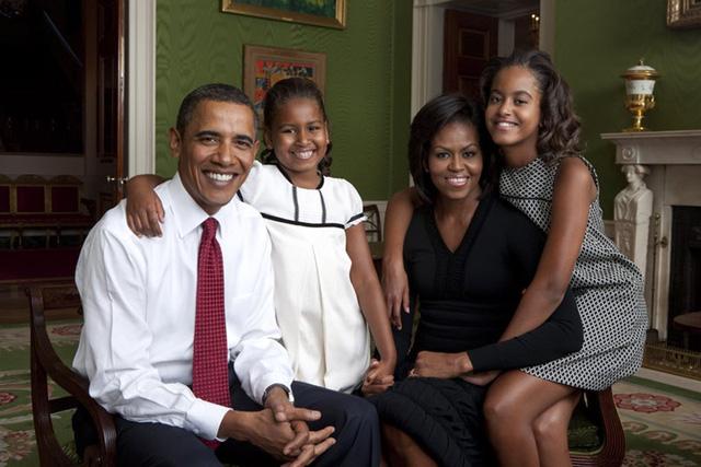 Gia đình Tổng thống Obama thay đổi thế nào trong 8 năm qua? - Ảnh 2.
