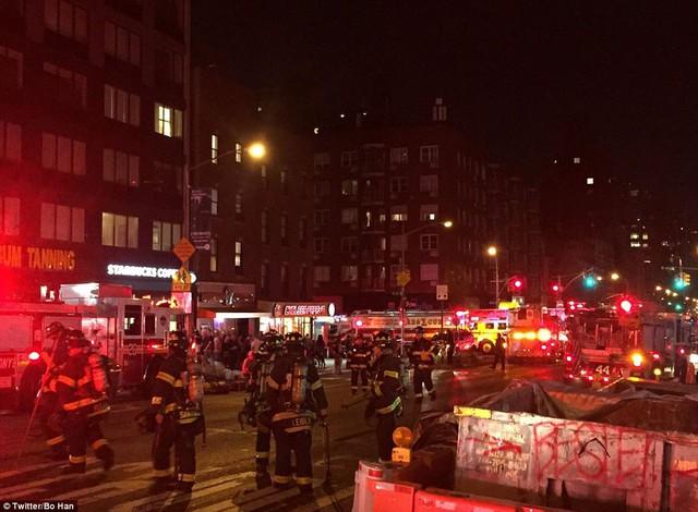 Hiện trường vụ nổ lớn ở New York khiến 26 người bị thương - Ảnh 3.