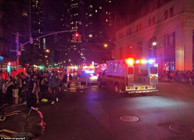 Hiện trường vụ nổ lớn ở New York khiến 26 người bị thương - Ảnh 4.