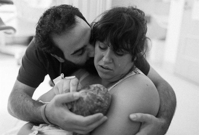 Bộ ảnh ấn tượng ghi lại cảm xúc của cha mẹ khi đứa con chào đời - Ảnh 4.