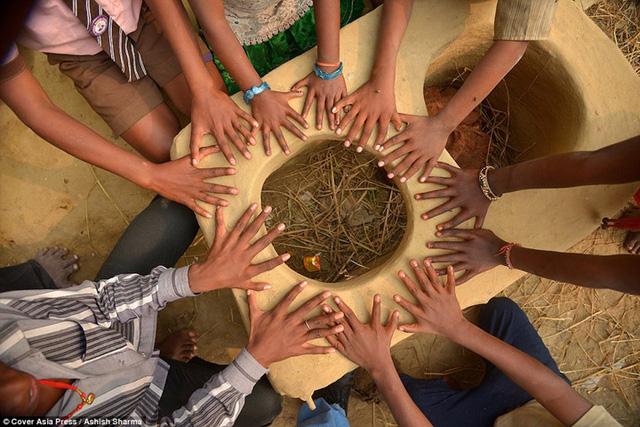 Gia đình Ấn Độ với hàng loạt thành viên có 24 ngón tay chân - Ảnh 5.