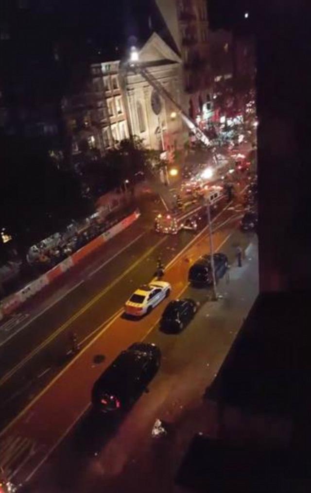 Hiện trường vụ nổ lớn ở New York khiến 26 người bị thương - Ảnh 7.