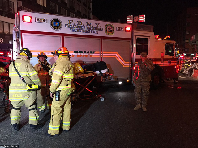 Hiện trường vụ nổ lớn ở New York khiến 26 người bị thương - Ảnh 9.
