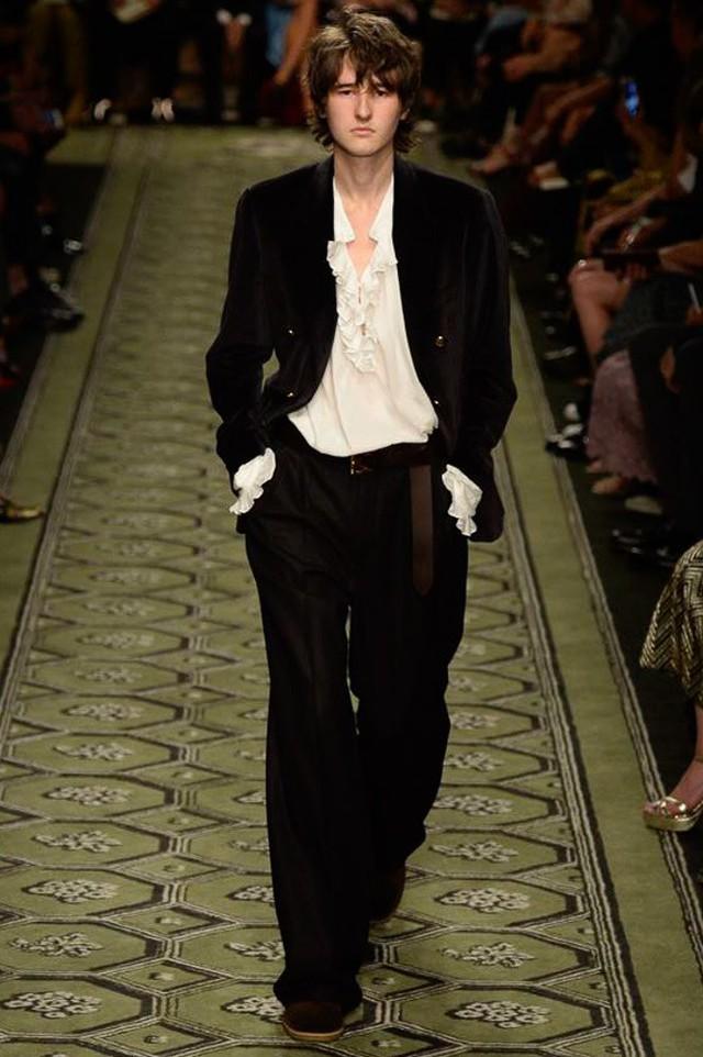 Du hành thời gian cùng show thời trang mới của Burberry - Ảnh 5.