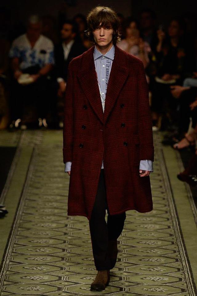 Du hành thời gian cùng show thời trang mới của Burberry - Ảnh 11.