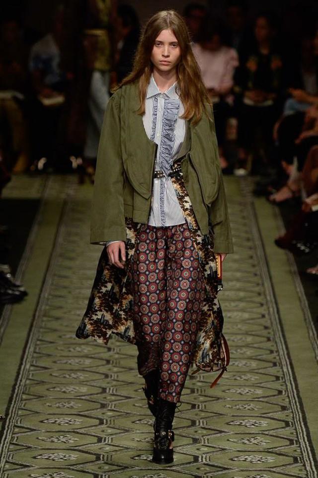 Du hành thời gian cùng show thời trang mới của Burberry - Ảnh 12.