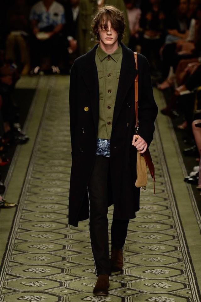 Du hành thời gian cùng show thời trang mới của Burberry - Ảnh 14.