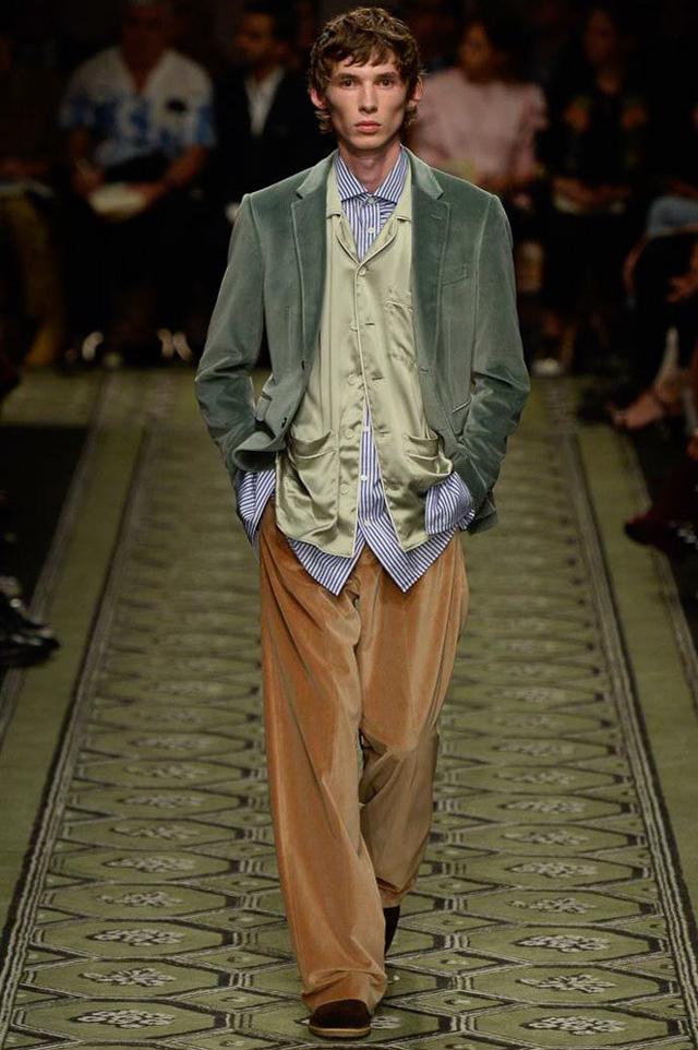 Du hành thời gian cùng show thời trang mới của Burberry - Ảnh 19.