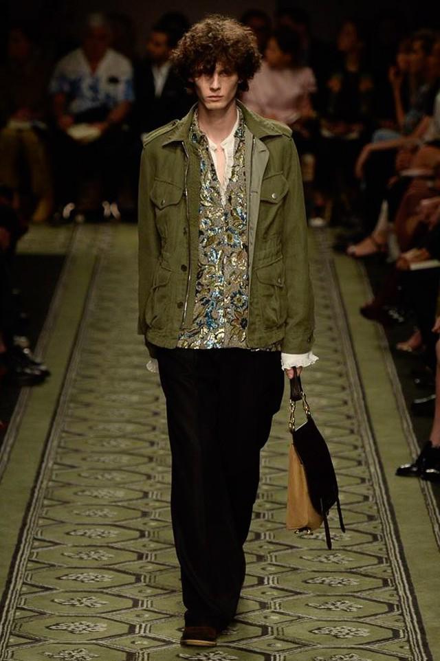 Du hành thời gian cùng show thời trang mới của Burberry - Ảnh 15.