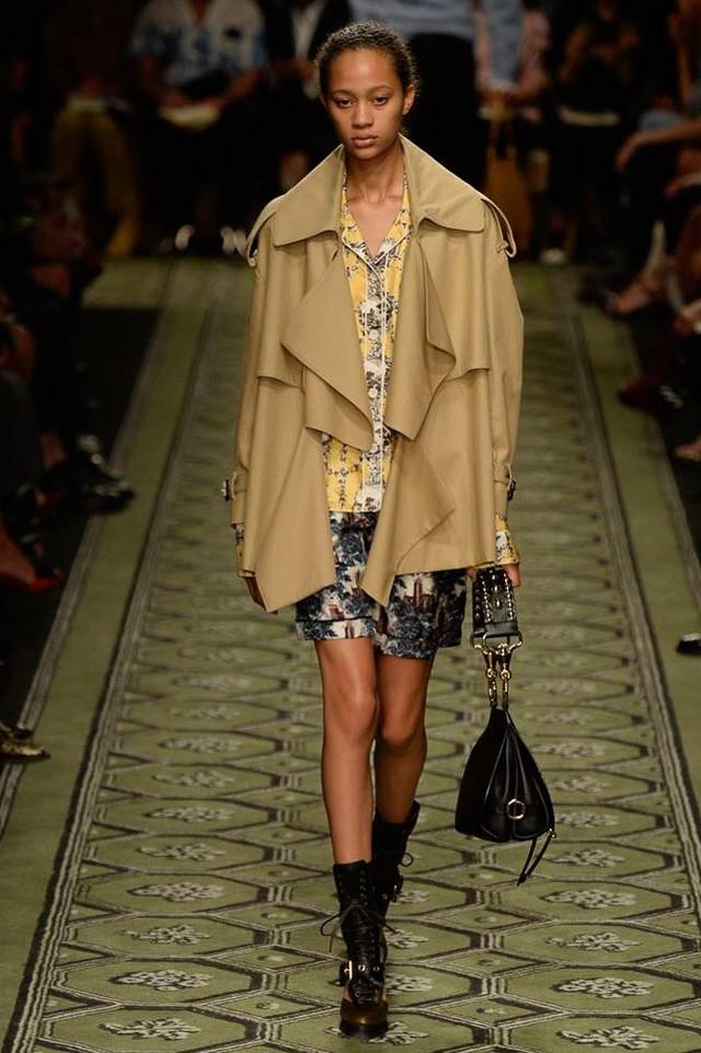 Du hành thời gian cùng show thời trang mới của Burberry - Ảnh 16.