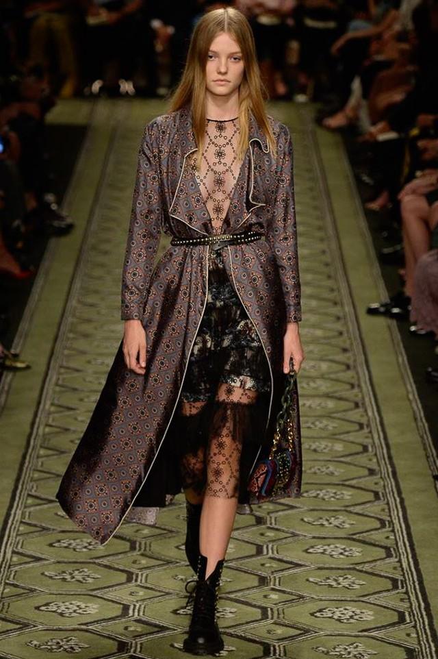 Du hành thời gian cùng show thời trang mới của Burberry - Ảnh 18.